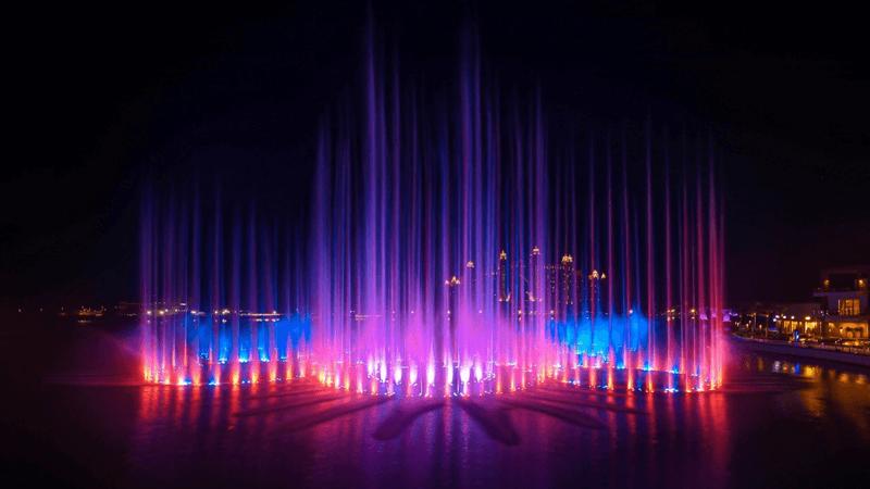 Шоу пальмовых фонтанов